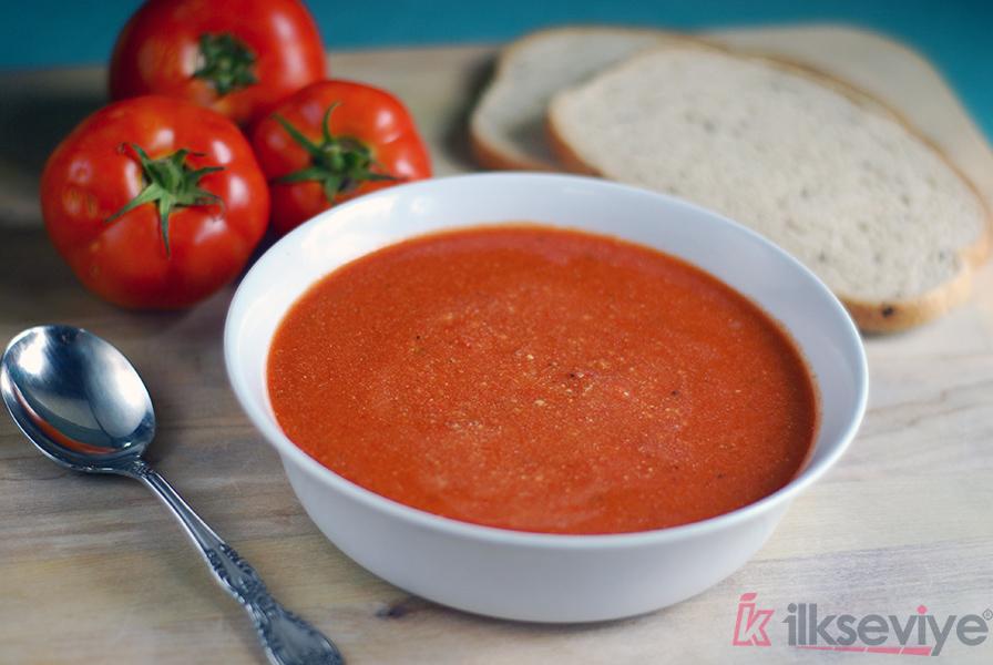Kaşarlı Domates Çorbası Nasıl Pişirilir?