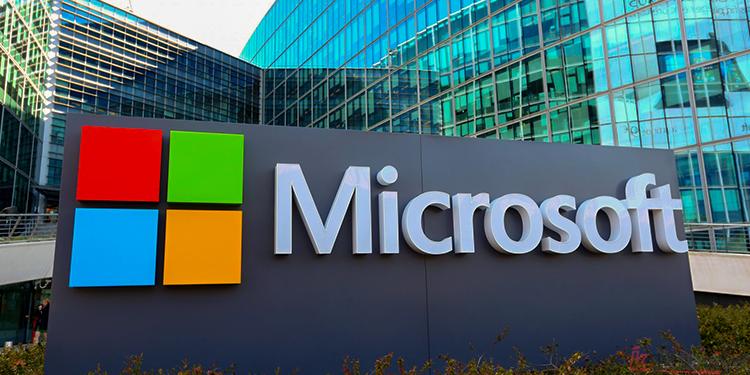 Microsoft Üç Ekranlı Telefon Patenti Aldı!